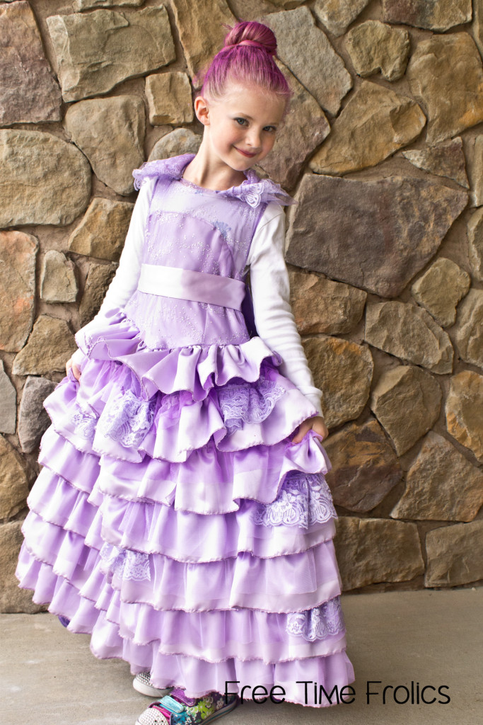 Disney Descendants coronation dress Mal www.freetimefrolics.com #halloween #costume